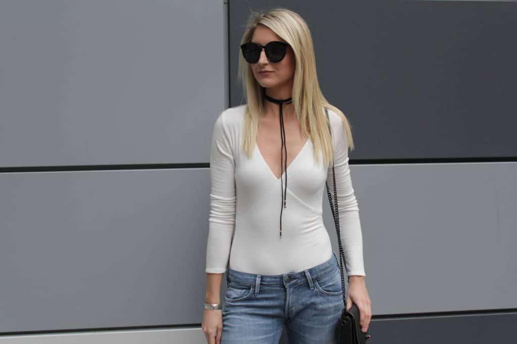 white bodysuit, white bodysuits, white bodysuit and blue jeans, citizen jeans, casual outfit