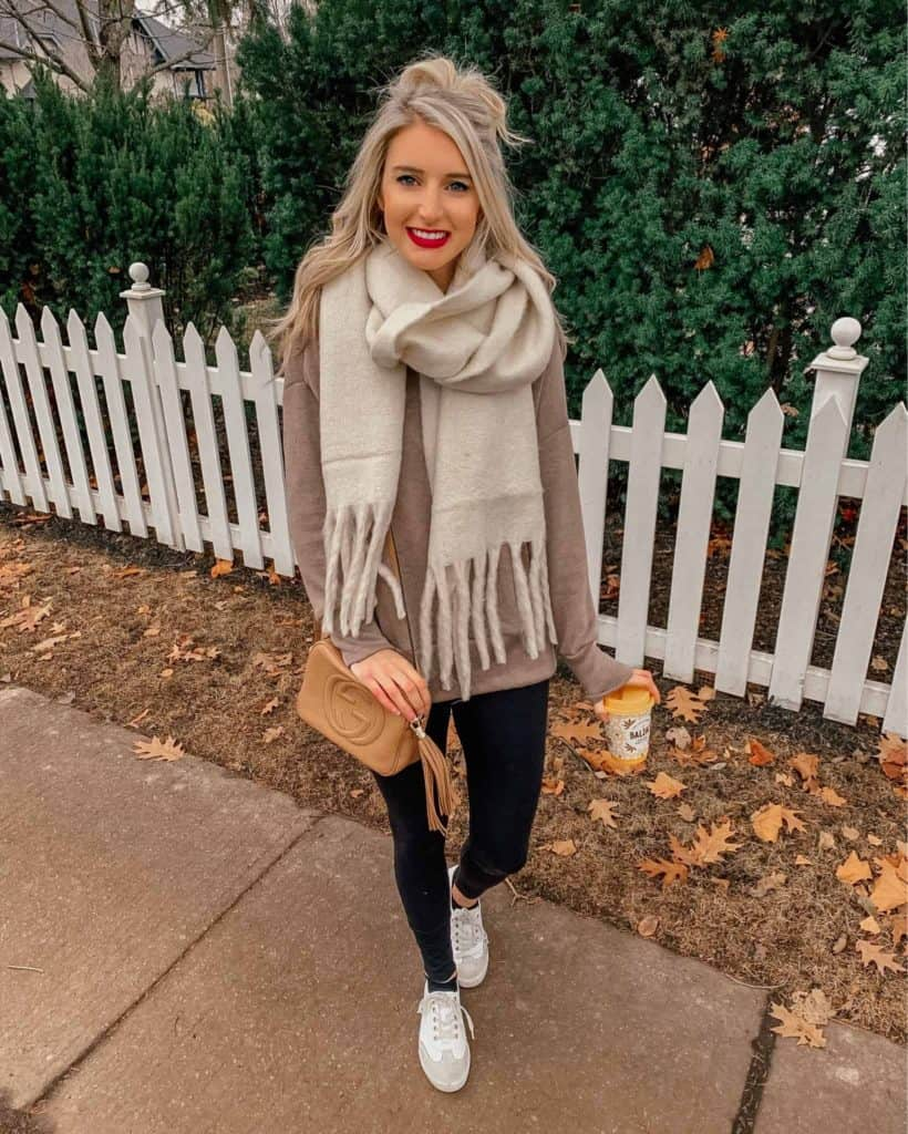 winter outfit, winter fashion, winter outfits, winter outfits cold, winter outfits casual, winter outfits canada, white winter scarf, white scarf, white scarf outfit, casual look, casual winter outfits, casual outfits for winter, leggings, legging outfit, black leggings, sneaker outfit, white sneakers, leggings casual look