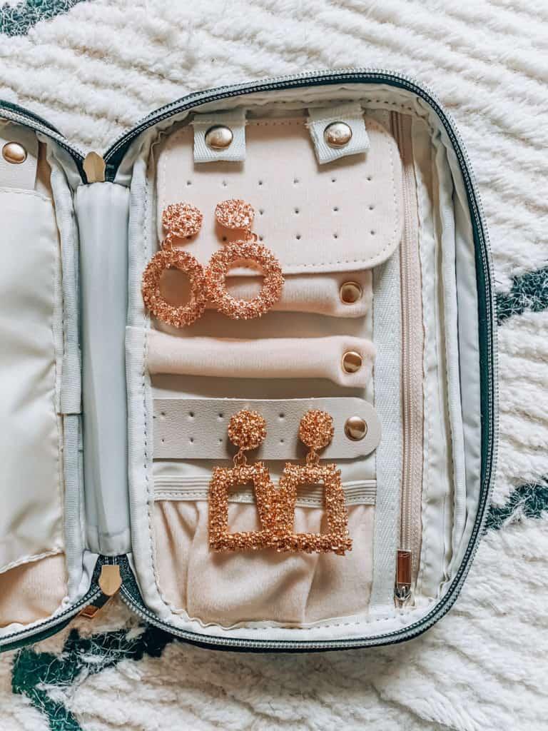 prada and pearls, fashion blogger, amazon, amazon things to buy, amazon must haves, amazon fashion, amazon style, amazon march haul, jewelry case, travel jewelry case, travel case, jewelry holder