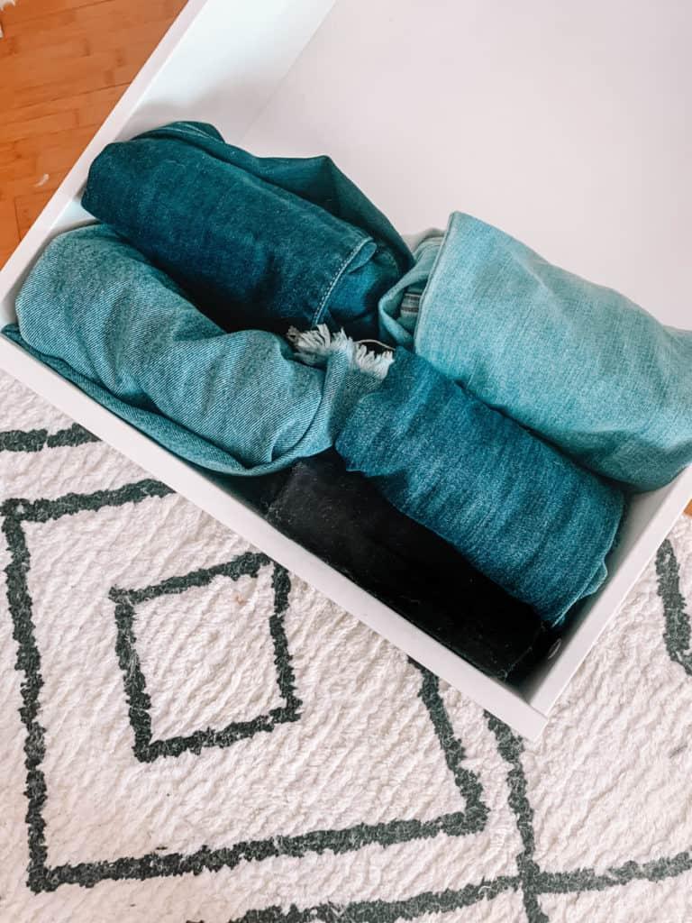 folding hack, organization, organization hacks, organization ideas, folding cloths, folding cloths to have space, folding jeans