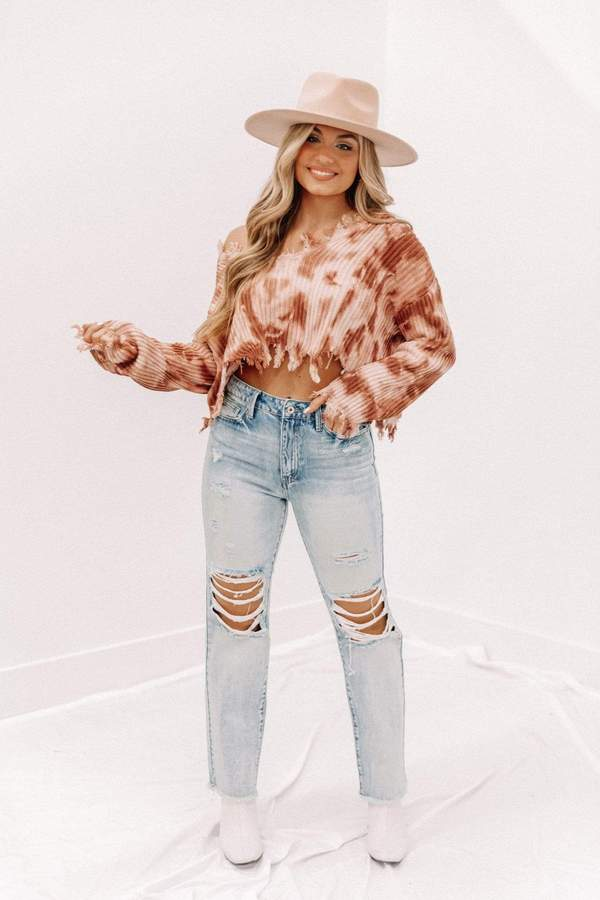 tie dye cropped sweater, ripped hem sweater, casual spring outfit