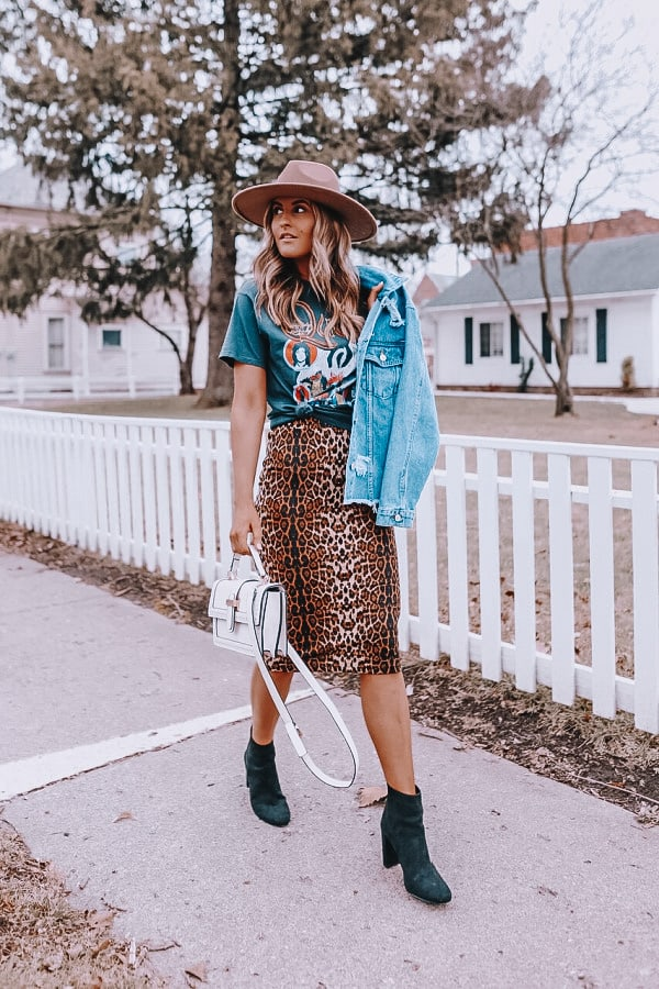 spring outfits 2021, leopard midi skirt, denim jacket outfit, spring look for women, graphic tee outfit, how to style a graphic tee, fedora outfit