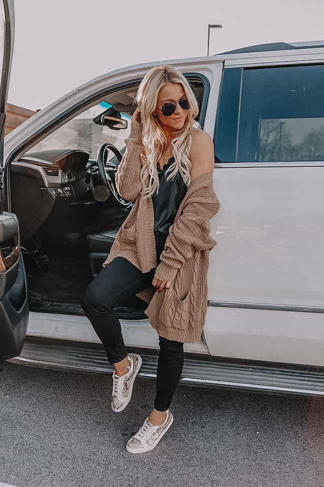 athleisure look, spring outfit women, spring style, beige cardigan, how to style leggings, sneakers outfit