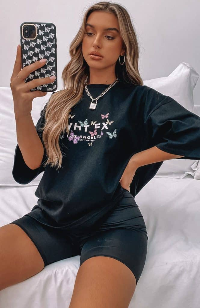 graphic tee, graphic tee outfit, graphic tees vintage, graphic tees streetwear, graphic tee outfit street style, graphic tee outfit baddie, graphic tee outfit spring , butterfly shirt, butterfly shirt outfit