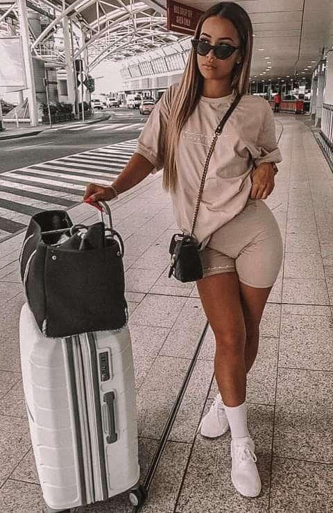 graphic tee, graphic tee outfit, graphic tees vintage, graphic tees streetwear, graphic tee outfit street style, graphic tee outfit baddie, graphic tee outfit spring, travel outfit, travel look