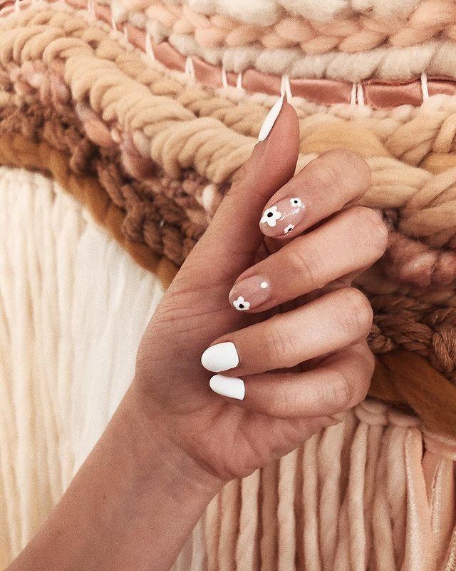 white nails, white nail ideas, white nail designs, white nails acrylic, whit nails with designs, white nail ideas acrylic, white nail polish, floral nail designs, floral nail art