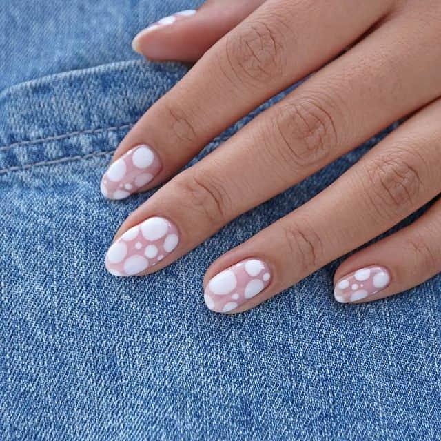 white nails, white nail ideas, white nail designs, white nails acrylic, whit nails with designs, white nail ideas acrylic, white nail polish, spotted nails