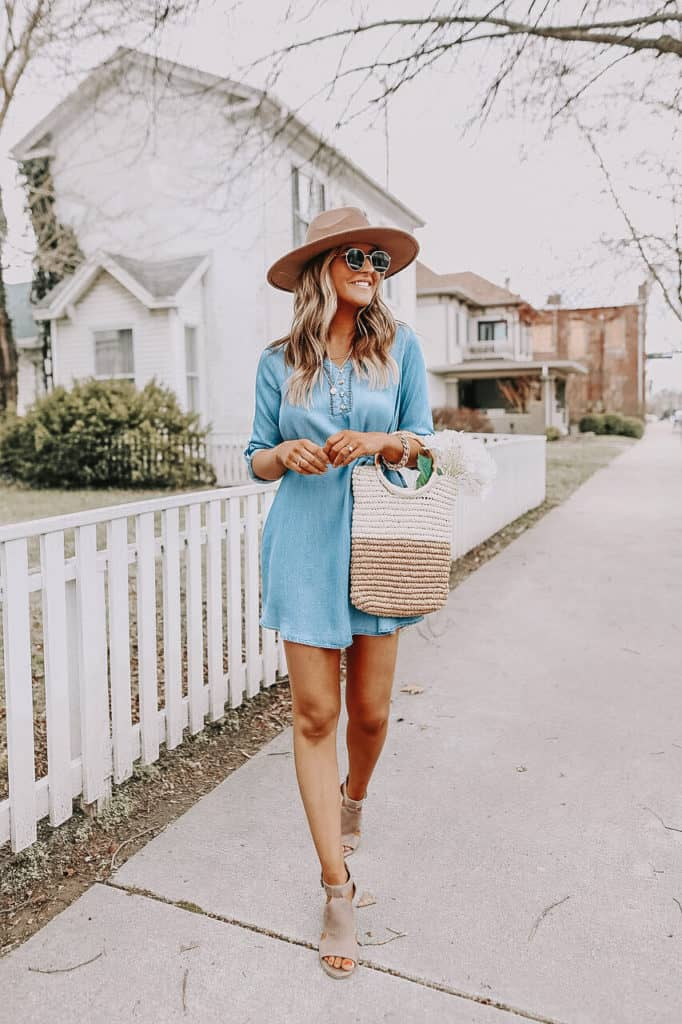 summer outfit, summer dresses, summer dress, summer dress outfits, summer dresses for women, summer dresses 2021, summer dresses for women, summer outfit inspiration, summer outfits 2021, chambray dress, chambray outfit