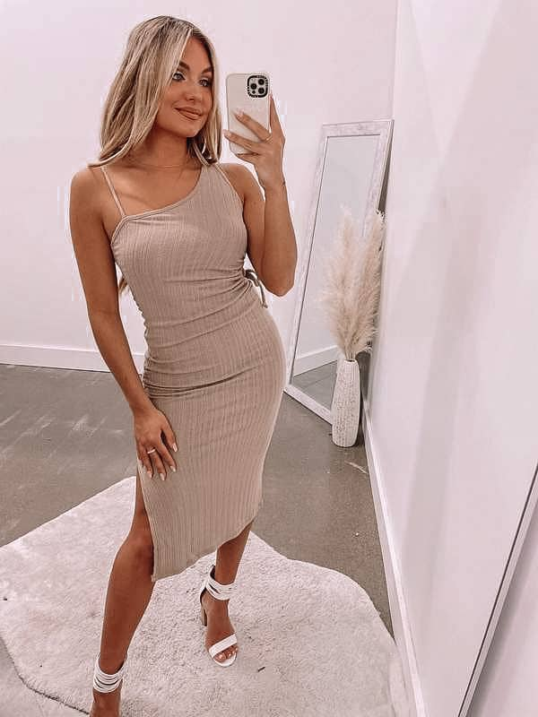 summer outfit, summer dresses, summer dress, summer dress outfits, summer dresses for women, summer dresses 2021, summer dresses for women, summer outfit inspiration, summer outfits 2021, ruched dress, neutral dress, midi dress