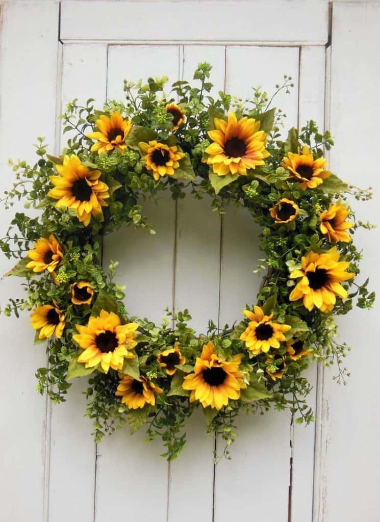 summer wreath, summer wreath ideas, summer wreath DIY, summer wreaths for front door, floral wreath, wreaths for front door, wreath ideas, sunflower wreath, yellow wreath