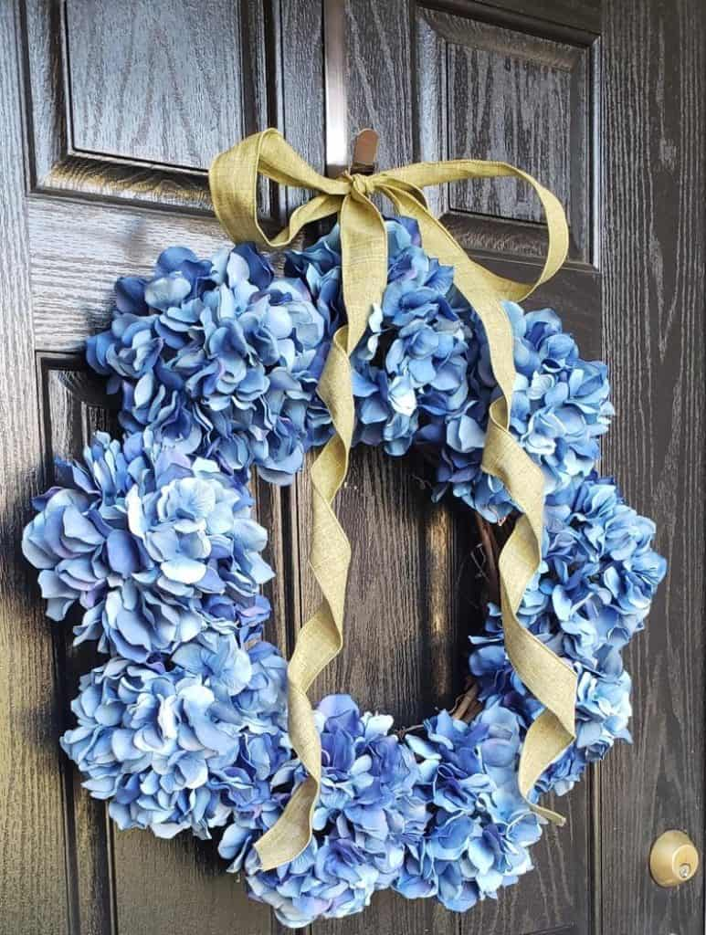summer wreath, summer wreath ideas, summer wreath DIY, summer wreaths for front door, floral wreath, wreaths for front door, wreath ideas, hydrangea wreath, blue wreath,