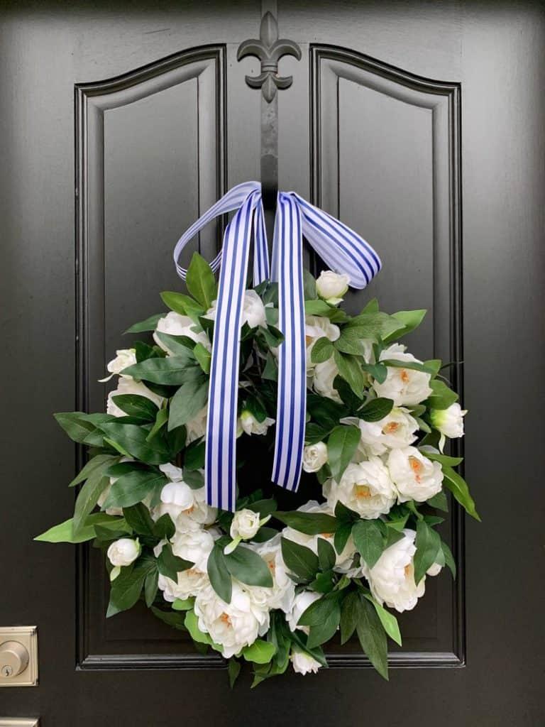 summer wreath, summer wreath ideas, summer wreath DIY, summer wreaths for front door, floral wreath, wreaths for front door, wreath ideas, white peonies wreath, white wreath