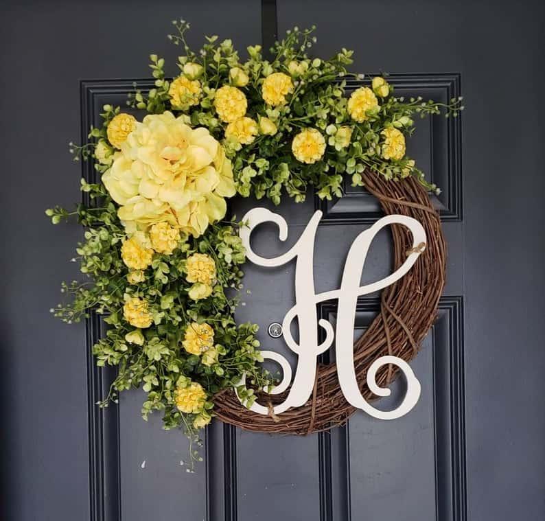 summer wreath, summer wreath ideas, summer wreath DIY, summer wreaths for front door, floral wreath, wreaths for front door, wreath ideas, monogram wreath, yellow wreath