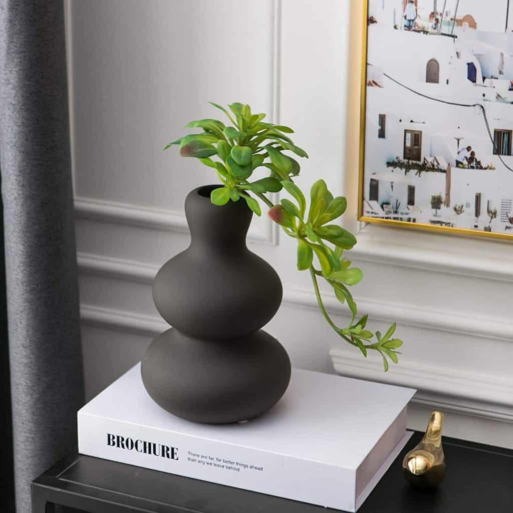 vase, vase decorating ideas, vases decor, vase filler ideas, DIY vase, flower vase, flower vases, ceramic vase, modern decor, matte vase, black vase