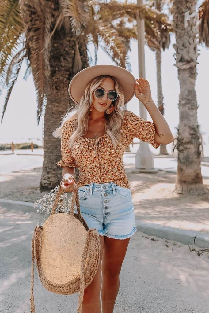 casual summer outfits, casual summer outfits for women, casual summer outfits for teens, summer outfits, summer outfits 2021, summer outfits aesthetic, floral top outfit, denim shorts outfit