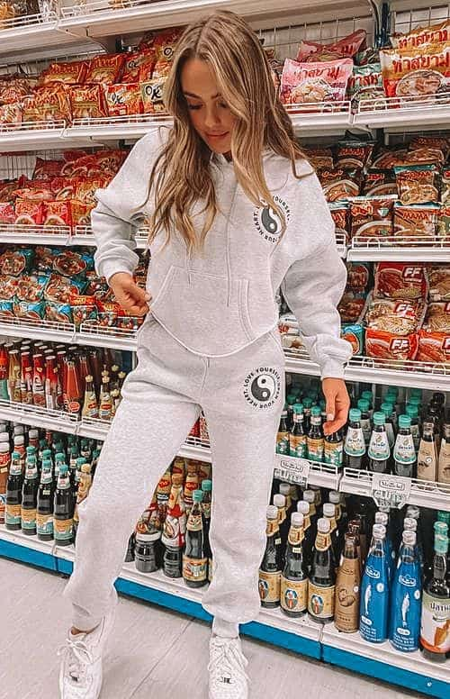 casual summer outfits, casual summer outfits for women, casual summer outfits for teens, summer outfits, summer outfits 2021, summer outfits aesthetic, jogger set outfit, grey joggers