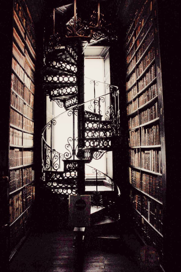 dark academia, dark academia wallpaper, dark academia aesthetic, dark academia background, dark academia background iPhone, dark academia wallpaper iPhone, spiral staircase, library aesthetic