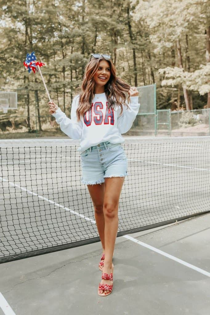 4th of July, 4th of July outfits for women, 4th of July outfits for women party, 4th of July outfits for teenagers, 4th of July outfits for women summer, 4th of July fashion, 4th of July looks, patriotic outfit, patriotic outfits for women, USA sweater, denim shorts outfit