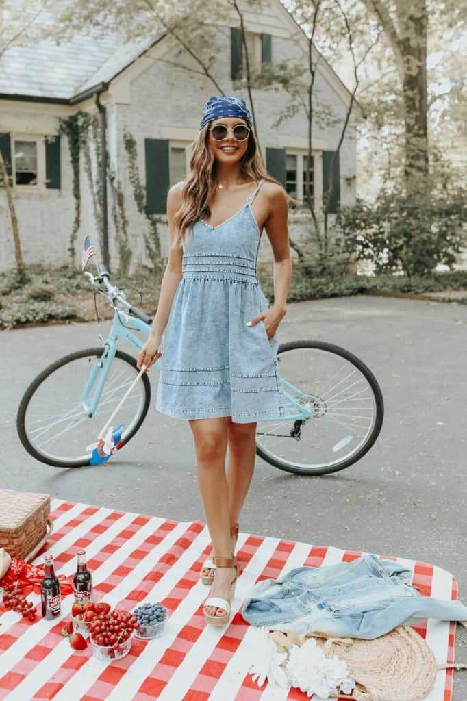 4th of July, 4th of July outfits for women, 4th of July outfits for women party, 4th of July outfits for teenagers, 4th of July outfits for women summer, 4th of July fashion, 4th of July looks, patriotic outfit, patriotic outfits for women, summer graphic tee, graphic tee outfit, denim dress, chambray dress