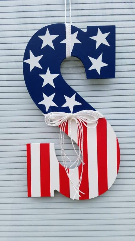 4th of July, 4th of July decorations, 4th of July wreath, 4th of July wreaths for front door, 4th of July wreath DIY, patriotic wreath, patriotic wreath ideas, patriotic wreaths for front door, flag wreath, flag door hanger