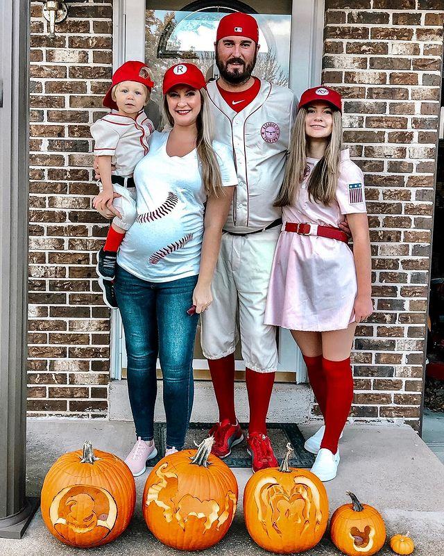 halloween costume, halloween costume family, halloween costume family ideas, family halloween costumes, halloween costumes family for 6, family halloween costumes with kids, halloween costumes family with kids, baseball halloween costume, baseball family halloween costume, family halloween costume for 4, halloween costume family of 4