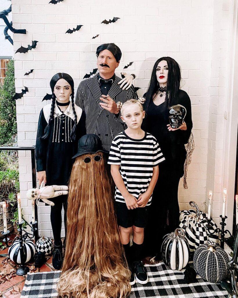 halloween costume, halloween costume family, halloween costume family ideas, family halloween costumes, halloween costumes family for 6, family halloween costumes with kids, halloween costumes family with kids, halloween costume family of 5, family halloween costume for 5, Addams family costume, Addams family halloween costume
