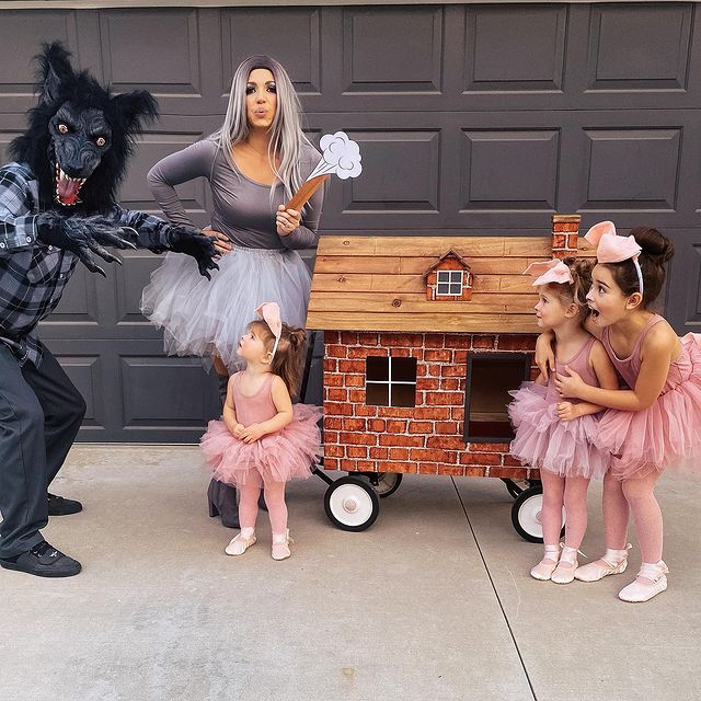 halloween costume, halloween costume family, halloween costume family ideas, family halloween costumes, halloween costumes family for 6, family halloween costumes with kids, halloween costumes family with kids, family halloween costume for 5, halloween costume for family of 5, family halloween costume for toddlers, three little pigs costume