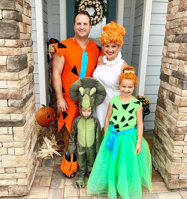 halloween costume, halloween costume family, halloween costume family ideas, family halloween costumes, halloween costumes family for 6, family halloween costumes with kids, halloween costumes family with kids, Flintstones halloween costume, Flintstones family halloween costume, halloween costume family of 4, family halloween costume for 4
