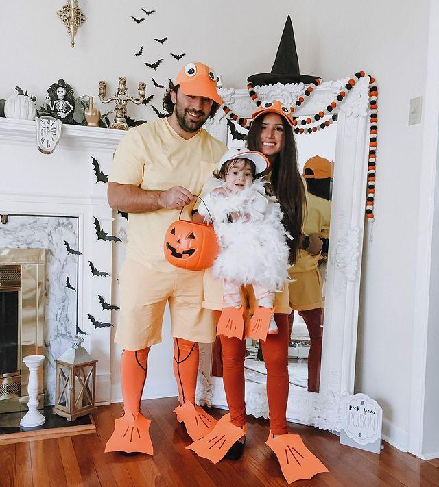 halloween costume, halloween costume family, halloween costume family ideas, family halloween costumes, halloween costumes family for 6, family halloween costumes with kids, halloween costumes family with kids, halloween costume for 3, halloween costume family of 3, family halloween costume for 3, duck costume