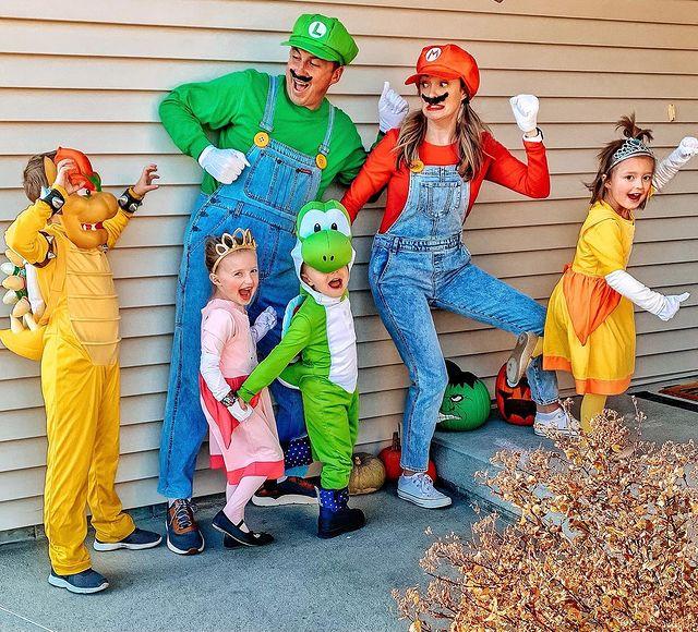 halloween costume, halloween costume family, halloween costume family ideas, family halloween costumes, halloween costumes family for 6, family halloween costumes with kids, halloween costumes family with kids, Mario halloween costume, super Mario family costume