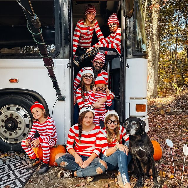 halloween costume, halloween costume family, halloween costume family ideas, family halloween costumes, halloween costumes family for 6, family halloween costumes with kids, halloween costumes family with kids, where's Waldo halloween costume, large family halloween costume