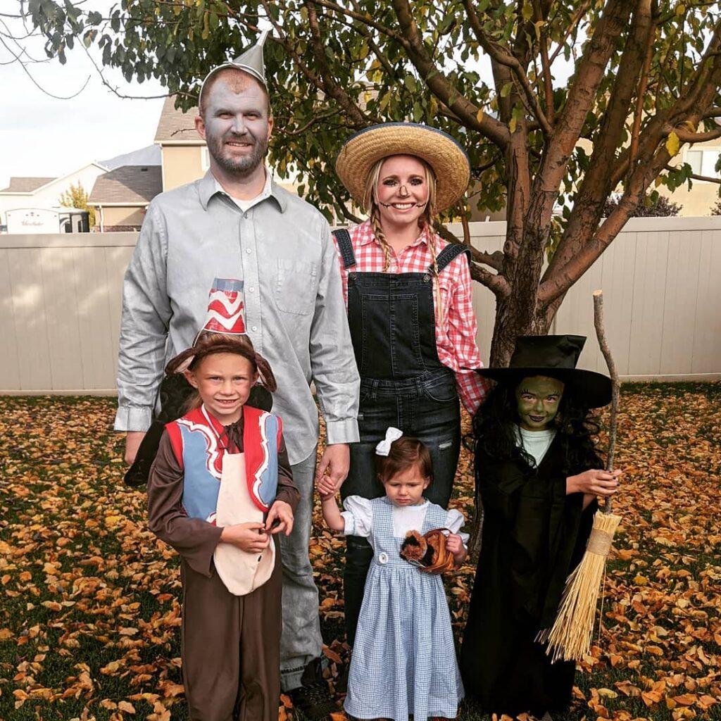 halloween costume, halloween costume family, halloween costume family ideas, family halloween costumes, halloween costumes family for 6, family halloween costumes with kids, halloween costumes family with kids, family halloween costumes for 5, halloween costume family for 5, wizard of oz costume, wizard of oz family costumes