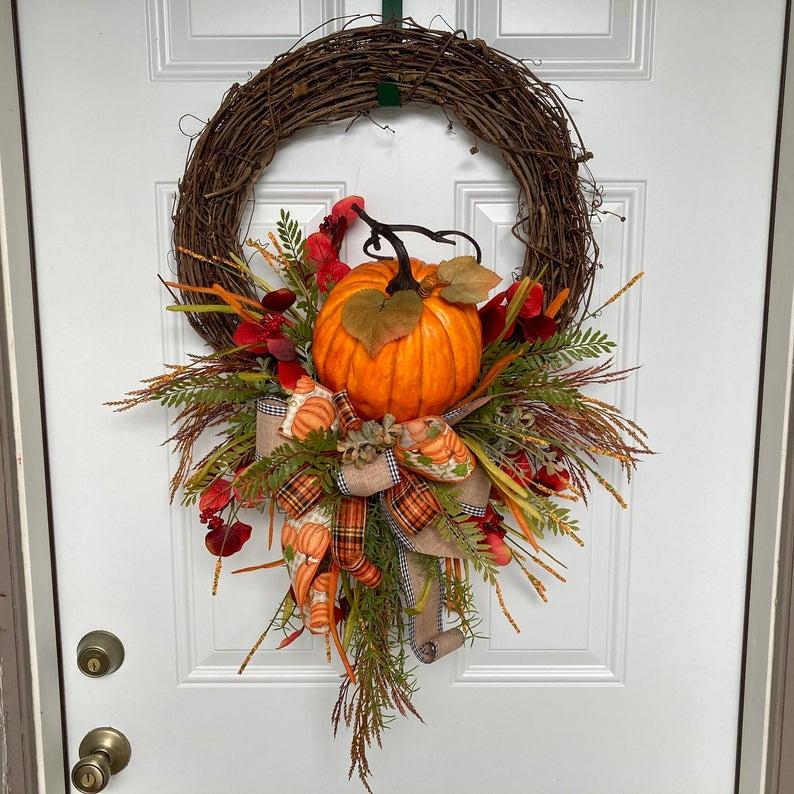 fall wreath, fall wreaths, fall wreaths for front door, fall wreath ideas DIY, fall wreath ideas, autumn wreaths, autumn wreath diy, autumn wreath or front door, pumpkin wreath