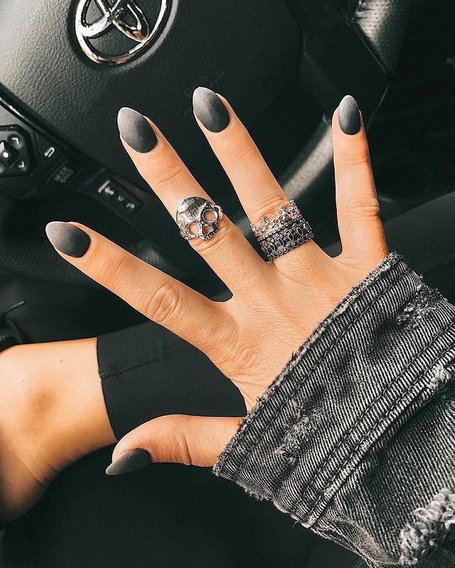 fall nails, fall nail designs, fall nails 2021, fall nail colors, fall nails acrylic, fall nails simple, fall nail art, fall nail ideas, simple fall nails, cute fall nails, black nails, black nail ideas, ombre black nails