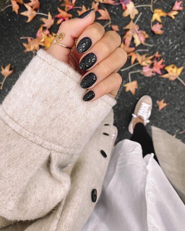 fall nails, fall nail designs, fall nails 2021, fall nail colors, fall nails acrylic, fall nails simple, fall nail art, fall nail ideas, simple fall nails, cute fall nails, leopard print nails, black nails, matte nails