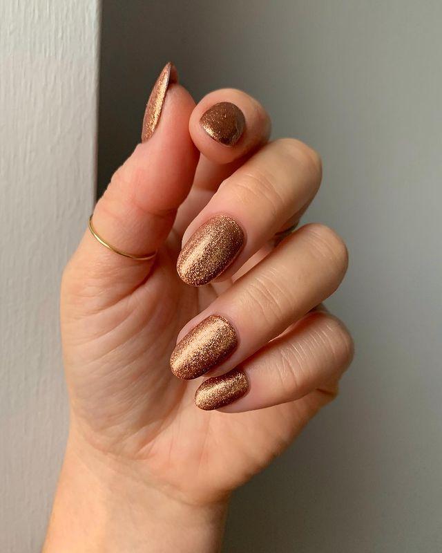 fall nails, fall nail designs, fall nails 2021, fall nail colors, fall nails acrylic, fall nails simple, fall nail art, fall nail ideas, simple fall nails, cute fall nails, glitter nails, glitter nail designs