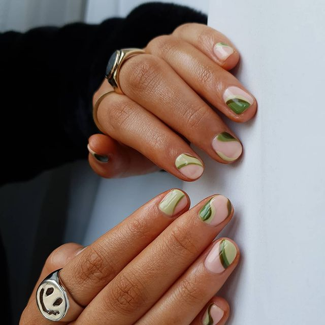 fall nails, fall nail designs, fall nails 2021, fall nail colors, fall nails acrylic, fall nails simple, fall nail art, fall nail ideas, simple fall nails, cute fall nails, swirl nails, swirl nail art, green nails