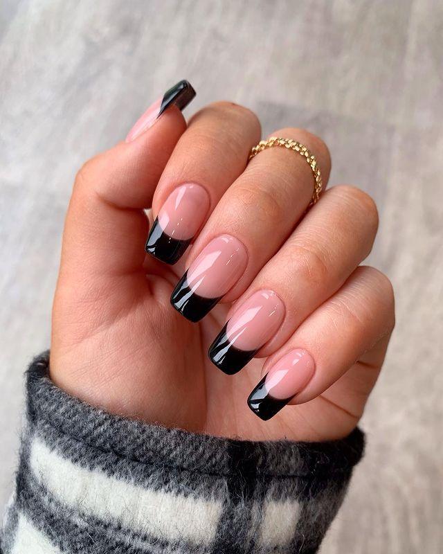 fall nails, fall nail designs, fall nails 2021, fall nail colors, fall nails acrylic, fall nails simple, fall nail art, fall nail ideas, simple fall nails, cute fall nails, French tip nails, French tip nail ideas, black tip nails