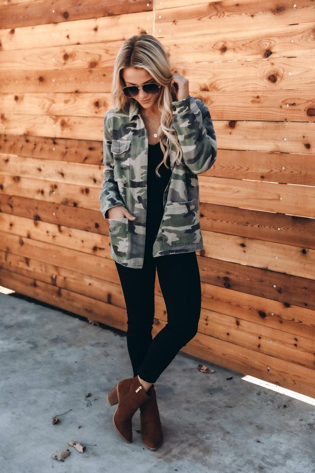 fall outfits, fall outfits women, fall outfits 2021, fall outfit ideas, fall outfits aesthetic, fall outfits fo school, camo outfit, camo jacket outfit