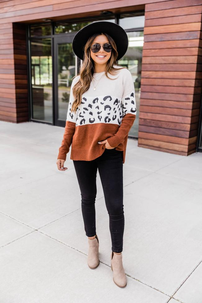 fall outfits, fall outfits women, fall outfits 2021, fall outfit ideas, fall outfits aesthetic, fall outfits fo school, fall sweater, fall sweater outfit, leopard outfit, black denim outfit