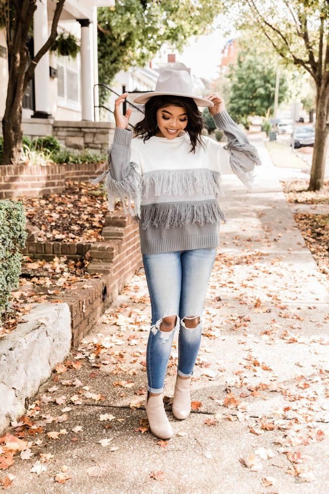 fall outfits, fall outfits women, fall outfits 2021, fall outfit ideas, fall outfits aesthetic, fall outfits fo school, fringe sweater outfit
