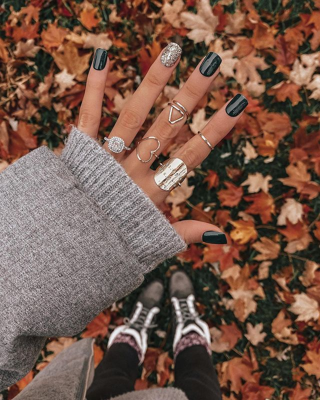 fall nails, fall nail designs, fall nails 2021, fall nail colors, fall nails acrylic, fall nails simple, fall nail art, fall nail ideas, simple fall nails, cute fall nails, black nails, black nail designs, glitter nails, black nails simple