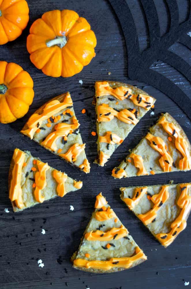 halloween treats, halloween treats easy, halloween treats for kids, halloween treats desserts, halloween treats ideas, halloween desserts, halloween dessert for parties, halloween desserts easy, halloween desserts kids, Halloween Cookie cake