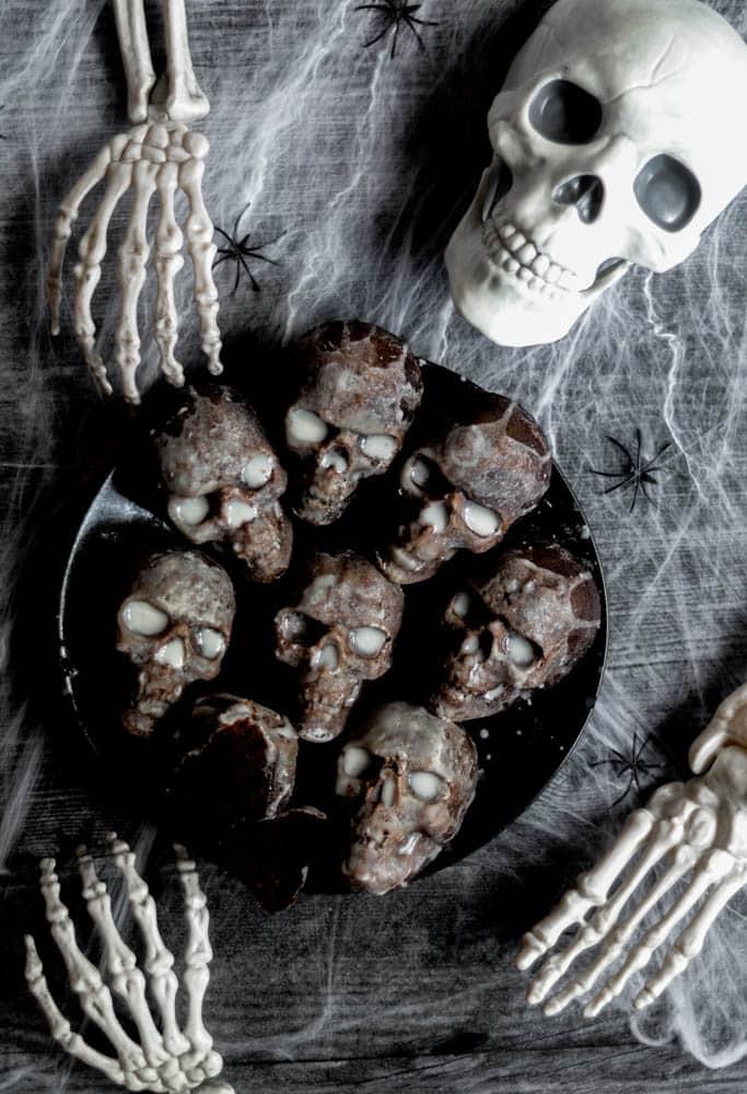halloween treats, halloween treats easy, halloween treats for kids, halloween treats desserts, halloween treats ideas, halloween desserts, halloween dessert for parties, halloween desserts easy, halloween desserts kids, halloween cake, skull cakes