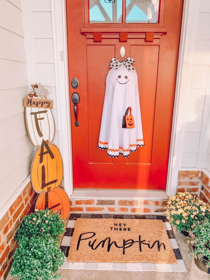 30+ Spooky Halloween Wreaths For Your Home!