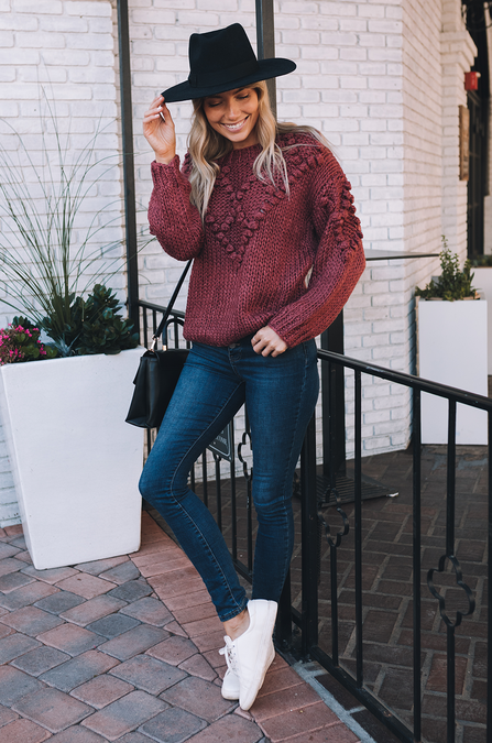 fall outfits, fall outfits women, fall outfits 2021, fall outfit ideas, fall outfits aesthetic, fall outfits fo school, burgundy sweater, fall sweater, fall sweater outfit