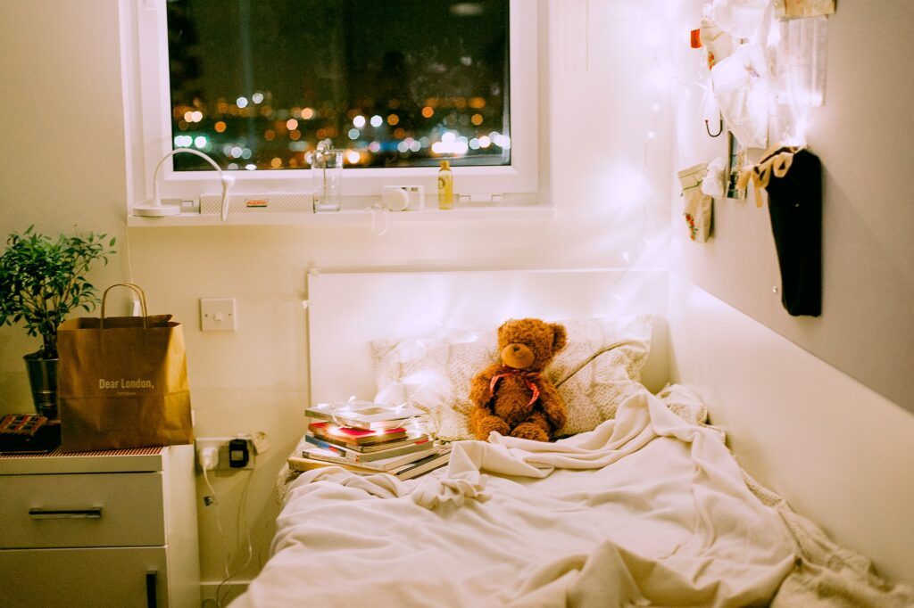 college dorm, tips for moving into your college dorm, cute dorm decor