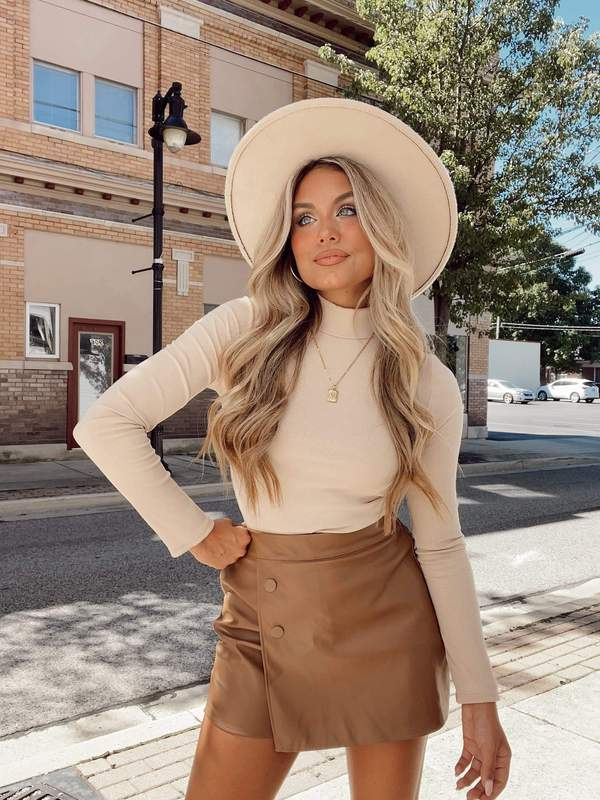 fall outfit idea, fall outfit ideas, fall outfits, fall outfits 2021, fall outfits women, fall outfits aesthetic, fall outfit inspiration, fall outfits for school, cute fall outfits, turtleneck outfit, skort outfit, fedora outfit